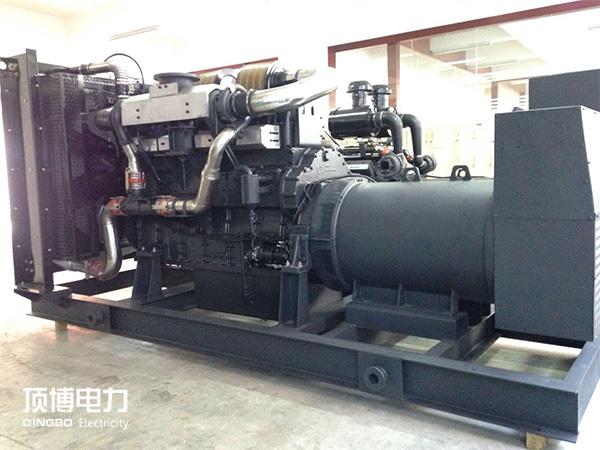 广西融水融协投zi公司2台800KWshangchaichai油发电机zu